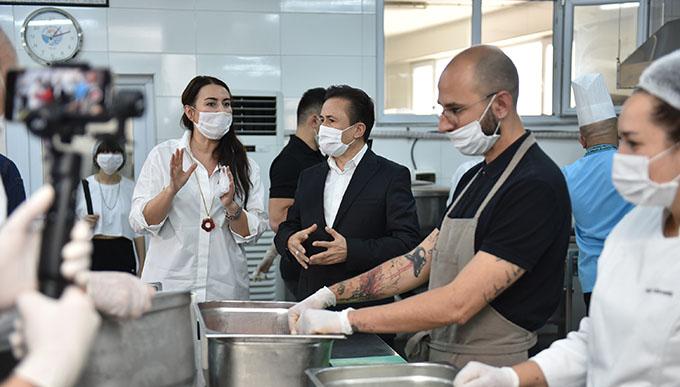 Ünlü Şefler Sağlık Çalışanları için Mutfağa Girdi!