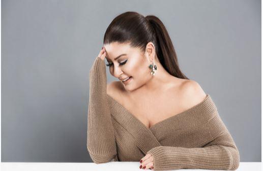 Yeliz 45. yıla özel şarkı yaptı!