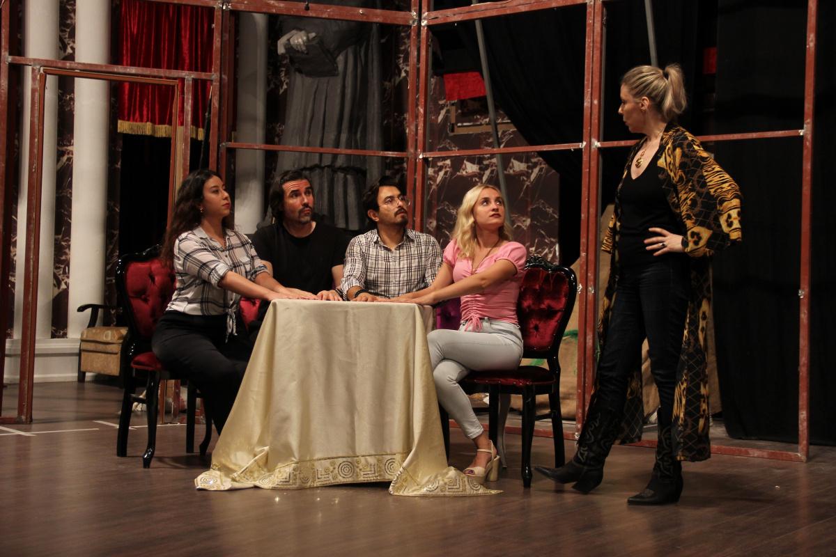 Sahne Tozu Tiyatrosu, Haldun Dormen'in oyunuyla perdelerini açıyor